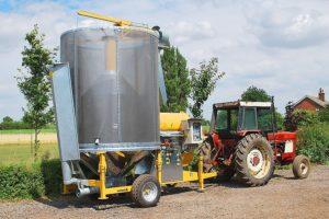 Мобильная зерносушилка с приводом от трактора