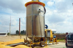 Мобильная зерносушилка STR 13/119T в работе
